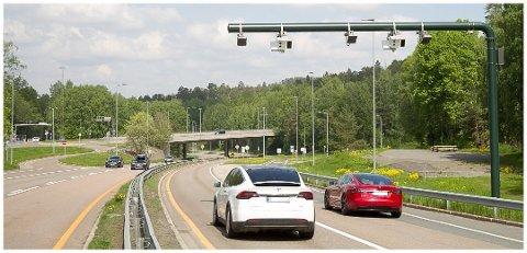 50 PROSENT: I år er det ventet at elbilene vil stå for mer enn 50 prosent av bilsalget. Men andelen som er mest negative til å velge elbil neste gang har økt.