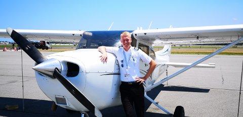 ELSKER Å FLY: Kristian Hirkjølen Helseth (22) fra Koppang har alltid vært 100 prosent sikker på at han vil bli pilot. Nå går han på flyskole i USA.