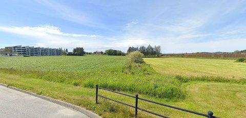 Det er dette området som skal bygges ut i fremtiden. Landskapet sett fra Sandesletta mot Sandeparken.