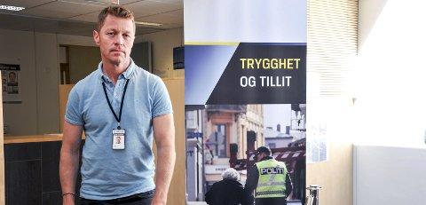 AKTOR: Politiinspektør Odd Skei Kostveit i Sør-Øst politidistrikt sier at den kvinnelige hundeeieren må i retten fordi hun ikke har vedtatt forelegget hun fikk.