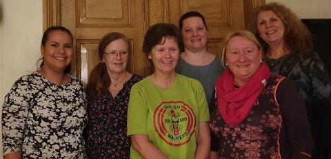 Nestleder Katrin Osk Olsen til venstre, styremedlem Reidun Torheim, sekretær Karin Bjørkjær Torheim, (bak) leder Hanne Espeland,  kasserer Siw Blanco og Lisbeth Reed, fylkesleder for rødt Agder.