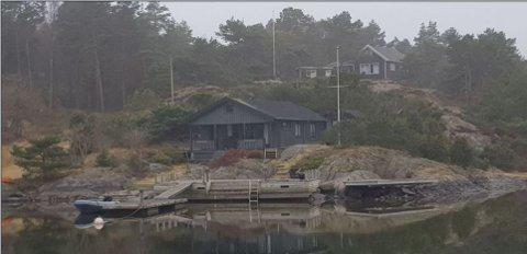 Striden gjelder bryggeplattingen til høyre på bildet. Brygga til venstre eies av andre.