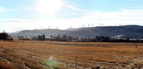 BLIKKFANG: Omtrent slik vil vindmølleparken på Songkjølen se ut fra fylkesvei 24 ved Råsen nord for Sand.  Bildet er hentet fra konsekvensutredningen.