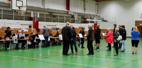 HARALDSHALLEN:  Haraldshallen er de siste valgene blitt brukt som stemmelokale. Planen var også å bruke idrettshallen til massevaksinering.