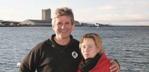 NÆRINSSTAFETT:  Hanne Harila, leder TV-aksjonen i Vadsø og Yngve B. Harila, entrepenør og leder for næringsstafetten.