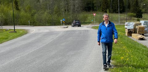 VANDRER MED FREIDIG MOT: Dag-Finn Andreas Gram Førrisdahl er glad i å gå. Nå håper han det vil bli gangvei gjennom hele Bjørkelangen Næringspark.