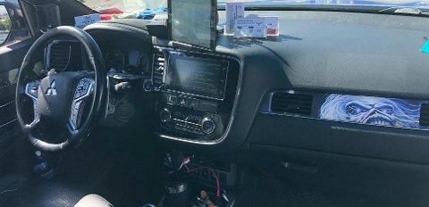 Inntil videre sitter Mitsubishi sitt standard Rockford Fosgate premium musikkannlegg i bilen.