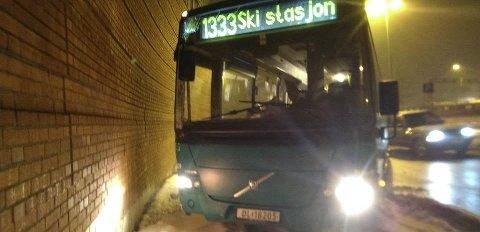 Direkte til ÅS: En direkte bussrute til Ås vil åpne mange dører og bidra til en mer samlet og grønnere kommune, mener innsenderen.