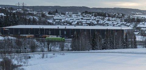 PLAGES AV STØY: Naboen til ColliCare plages av støy fra transportselskapet. Foto: Vidar Sandnes