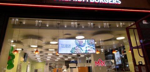 Oslo 20201103.  Max burger på Karl Johan Foto: Terje Bendiksby / NTB