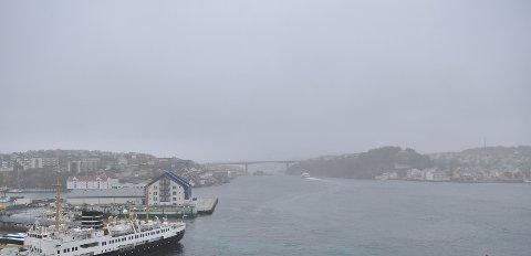 Kristiansund fredag ettermiddag. Og sånn vil det se ut i helgen og den kommende uken. Grått. Vått. Og forholdsvis varmt.