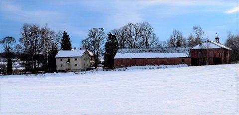 LANGT OVER TAKST: Hermanrud gård på Kapp ble taksert til 7,15 millioner kroner, og solgt 2,1 millioner over dette etter første visning.