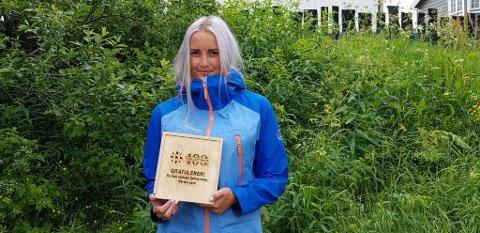 Fant gave: Anna Aasen fant en av to fjellstyregaver i Holtålen. Hun tror hun kommer til å fiske mer nå som hun har vunnet et fiskekort for 100 år framover.