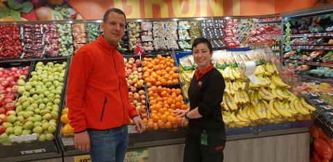 NYTT TEAM: Driftssjef Terje Hove i Coop Sørvest, sammen med Katja Bøhland som er blitt ny butikksjef på Coop Extra på Moi.
