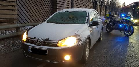 FIKK BOT: Onsdag stoppet politiet denne bilen og ga føreren bot for å ikke ha tilstrekkelig utsyn.