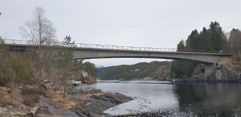 Risnes bru i Masfjorden kommune kjem til å bli trongare etter helga.