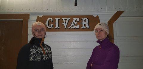 ISOLERT: Beboerne på Givær har vært isolert i flere dager. Mandag skal blant annet Bodill Skirbekk og Sissel Fjellvang (på bildet) på jobb på fastlandet.