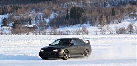 BANEBIL: Bilen, av merket Mitsubishi Lancer Evo, mens den blir kjørt på bane ved en annen anledning. Bilen sto på en henger da den ble stjålet og skulle egentlig i retning Oslo, ettersom den var solgt.