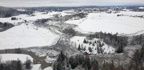 ENORMT OMFANG: Kvikkleireskredet på Ask er 700 meter langt og 300 meter bredt.