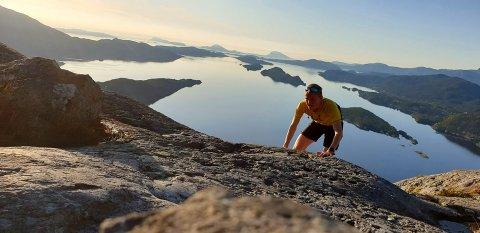 PÅ LANGTUR: Laurdag går Mark Purkis og nokre kamerater frå Eikefjord til Florø. Den ruta skal dei gå med minst mogleg asfaltkontakt.