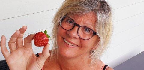 GODT: Reidun Ask Flølo vart overraska då ho plutseleg såg lokale jordbær i butikken. – Dei smakte himmelsk!, seier ho.