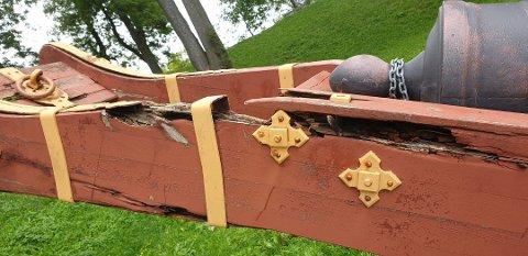 RÅTE: Kanonene i Gamlebyen er preget av vær og vind.