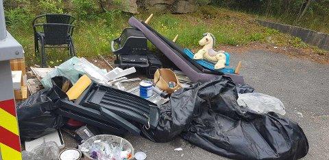 VARIERT: Hagemøbler, en grill, leker og en panelovn er bare noe av det som er blitt dumpet utenfor søppelkontaineren på Bekkene på Hvaler denne uka.