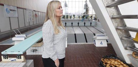 Utsatt: Skjebnen til svømmehallen i Idrettens Hus blir ikke avgjort før en eller annen gang i løpet av 2017. Det bestemte bystyret torsdag. – I dag har vi ikke god nok kunnskap til å kunne fatte et valg, sier Arbeiderpartiets gruppeleder, Mona Nilsen.Foto: Terje Næsje