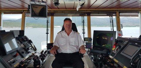VENTER: Odd Berg fra Narvik er kaptein på MS Melshorn. Han ligger nå til kai på Bognes. - Det blåste over 30 sekundmeter i kastene. Vi håper å kunne gå igjen klokken 20, forteller han.
