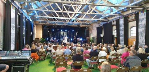 Trekkplaster: Heidi Ruud Ellingsen og fantastiske lokale musikere leverte et varig minne med konserter i henholdsvis Kjeldebotn og i Narvik under Sommernarvik 2020. Her fra lokstall1. Heidi var nok å regne som en «headliner» i et totalprogram som var preget av stor profesjonalitet.