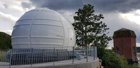 I VEIEN: Vender man kikkerten i observatoriet mot sørvest, ser man ikke så mye himmel.