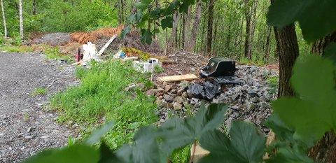 Sandnes kommune er så lei av at dette området på Figgjo brukes til søppelfylling at hele parkeringsplassen til Klugeslåtten skal sperres av.