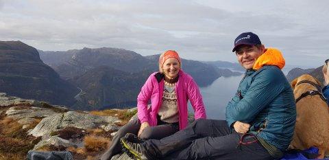 Da Norge stengte ned, bestemte Gerd Serine Blikra Undheim og Torgeir Undheim at de ville gå på flere av Rogalands aller høyeste fjelltopper. Her fra en tur til Ramnstoknuten.