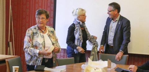 BREDT SAMARBEID: Thor Edquist møtte tirsdag posisjonspartiene til en oppsummering. Her sammen med (fra venstre) Gerd Berit Odberg (KrF) og Anne-Kari Holm (Sp).