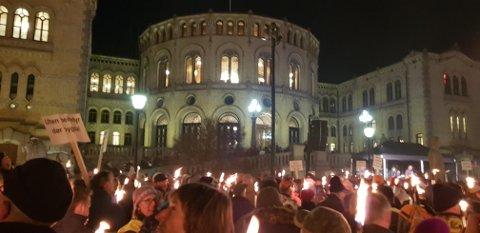 DEMONSTRASJON: Tusenvis gikk i fakkeltog i Oslo for felling av flere ulv.