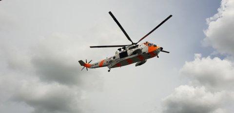 I KILEN: Redningshelikopter og redningsskøyte befinner seg nå i Skjebergkilen.