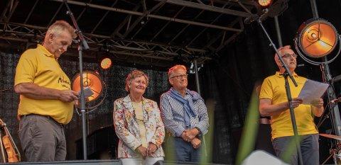 Heidersparet: Morellfestivalen sin heiderspris for 2021 vart gitt til Ina og Edmund Utne for deira rolle i lokalsamfunnet gjennom Hotel Ullensvang.
