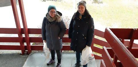 FORBEREDTE SEG PÅ OVERNATTING: Lærerne Kari Eriksen og Hilde Marie Melkeraaen Eie på Røvær skole trodde de måtte bli værende på øya i vest.