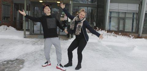Velkommen: Lukas Ivarrud og Sofie Elise Ånes er i full gang med planlegging av Ungdommens kulturmønstring i Vefsn og Grane og ønsker flere deltakere velkommen.  foto: Benedicte Wærstad