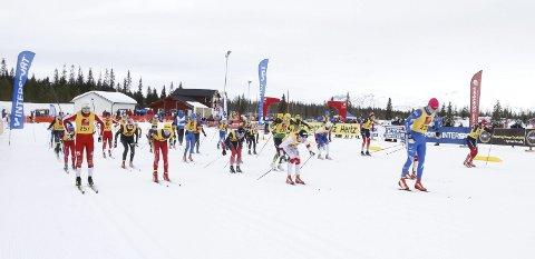 NNM på ski Sjåmoen lørdag. Felleestart G15 der Robert Skog Kristiansen Tromsø SK Langrenn tok teten fra start