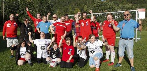 TIL LANDSTURNERINGEN: Halsøy Tigers skal til Landsturneringen i Stjørdal. Dette har vært målet i hele år, og i mange år før det. Landsturneringen er den største møteplassen for dem som driver med tilrettelagt fotball og håndball.  Foto: Per Vikan