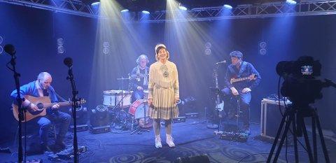 DIGITAL SUKSESS: Marit Hætta Øverli var svært fornøyd med konserten på påskeaften.
