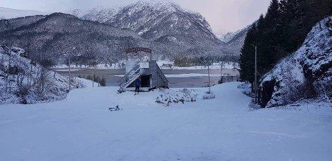 Då Håkon Askeland var i Tveitedalen i dagtidleg rundt klokka 09, var det om lag 8 cenitmeter med nysnø i lysløypa.