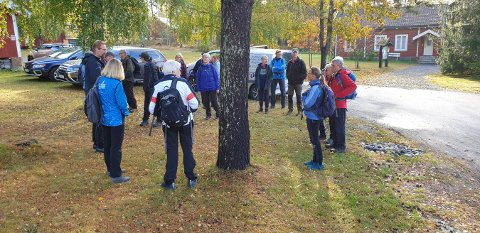 ORIENTERING: Turgåerne startet på Labro, der Ole Jacob Cranner fortalte om stedets historie.