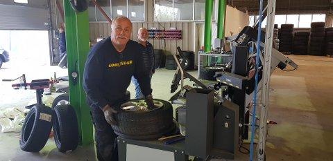 SATSER PÅ DEKK: Glenn Westbryhn har 40 års erfaring med dekk og felg. Nå satser han i Lillestrøm.