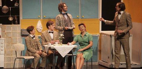 HUSLIG HUMOR: Herman, Holm, Bassefar, Gudrun og Hermansen sørget for mye latter i salen.