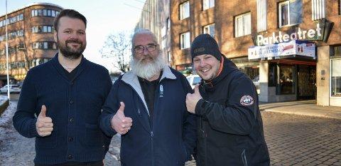 FÅR NY ARBEIDSGIVER: Petter Fosse (fra venstre), Bård Johannessen og Kristian Johannessen i Parkteatret as blir fra nyttår ansatt i Moss kommunes kulturtjeneste.