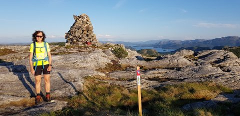 POPULÆR JAKT: Stolpejakten har aldri før vært mer populær. I år har den kommet til Namsos kommune. Her er Margrete Trebostad fra Namsos ute og jakter stolper.