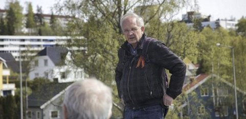 GUIDE: Leif-Dan Birkemoe fra Østensjø historielag guidet gruppen rundt på vandringen den 9. mai.