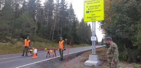 ÅPnet: Nå er grenseovergangene åpnet. HV har før åpningen støtet politiet i å begrense importsmitte. Foto: Børge Wilhelmsen/Heimevernet